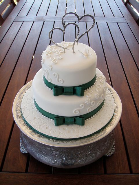 emerald green wedding cakes pictures | ... - Stacey's Emerald green trim wedding cake | Flickr - Photo Sharing