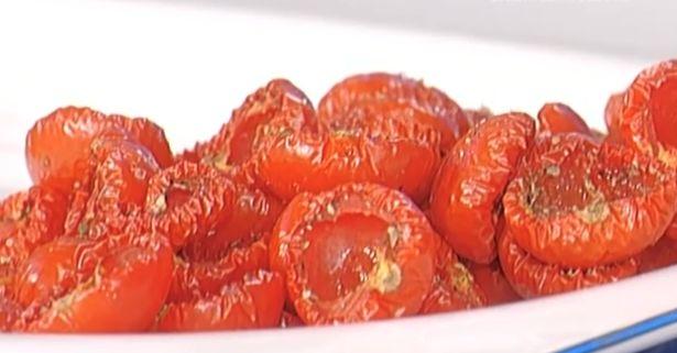Accanto ai saccottini di manzo anche i pomodori confit e la ricetta di oggi 21 settembre 2016 di Fabrizio Nonis da La prova del cuoco