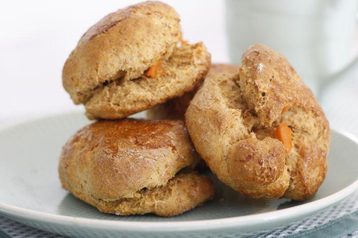 Jawel jawel, ik heb weer een scones variant, hoor. Dit keer een combi van mijn 2 favoriete healthy baksels: zoete aardappelmuffins en speltscones; gezonde scone