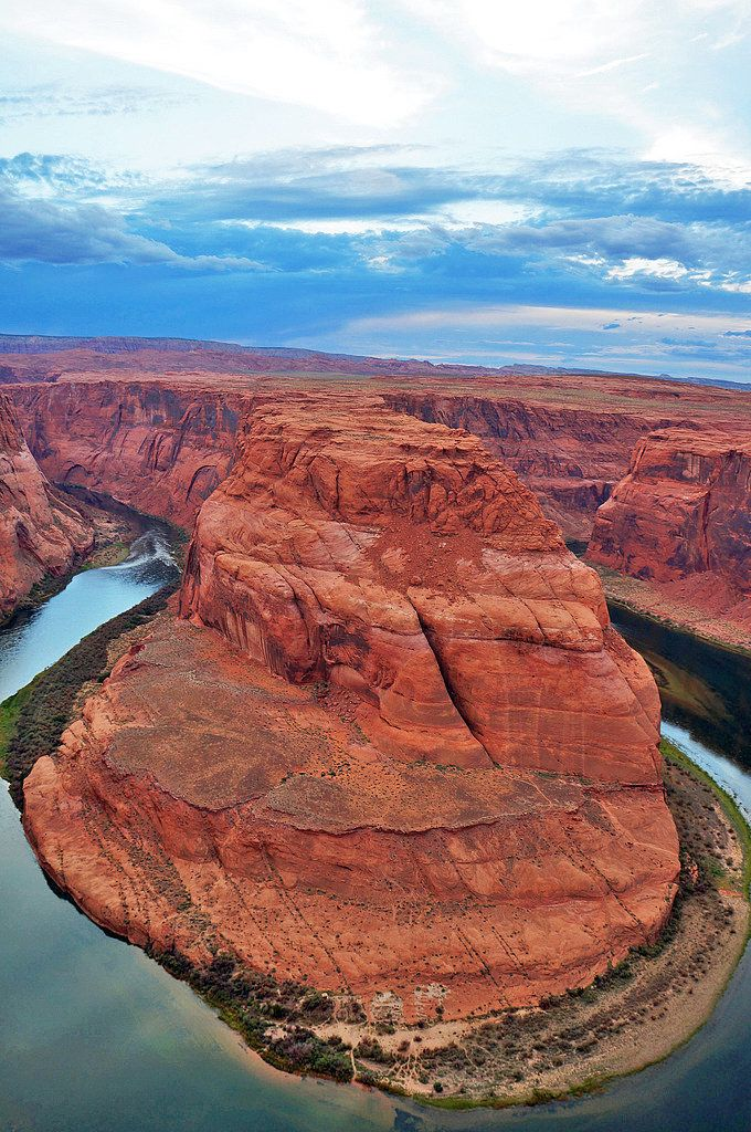 One of the most beautiful natural attractions to see in Arizona, known for its horseshoe-shaped river and the glass-like surface of the water.