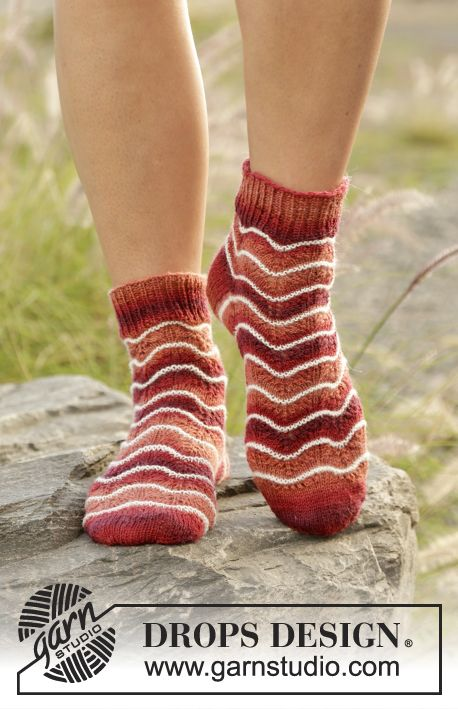 Seas of Jupiter socks with wave pattern and stripes by DROPS Design. Free Knitting Pattern