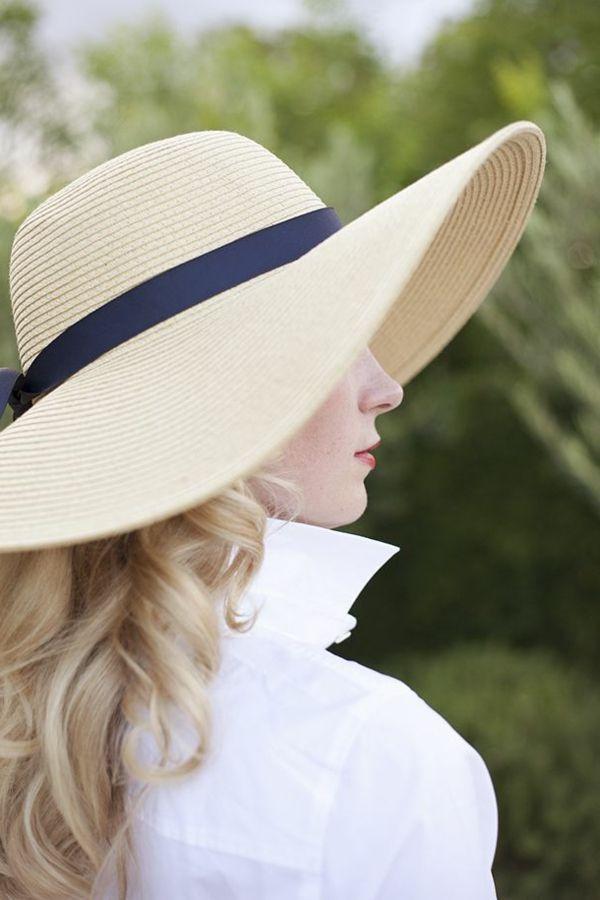 femme blonde, chapeau de paille, élégant, femme moderne