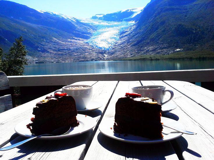 Wonderland, ... czyli Norwegia moimi oczami!       Trasa atlantycka Kystriksveien Uważana za najpiękniejszą trasę samochodową świata (wg. National Geographic)  Ciągnie się od miejscowości: Steinkjer do Bodø  Długość trasy: 650km   Archipelag wysp Vega z 6 tysiącami wysp
