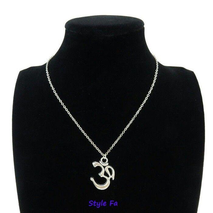 Kalung simbol OM aksara suci Hindu