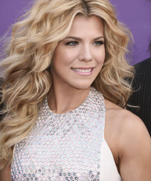 Kimberly Perry The Band Perry I have a crush on her hair...meeee too!
