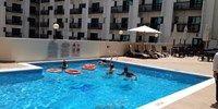 Golden Sand 3 ligt op ongeveer 15 minuten loopafstand van een supermarkt, het winkelcentrum Burjuman Shopping Center, Burjuman metrostation en Al Fahidi metrostation. Het hotel biedt een gratis shuttle service aan naar het strand. - See more at: http://vakantienaar.eu/t-Golden+Sand+3/Verenigde+arabische+emiraten/Dubai/Dubai+Stad#sthash.Nn3GSf2B.dpuf