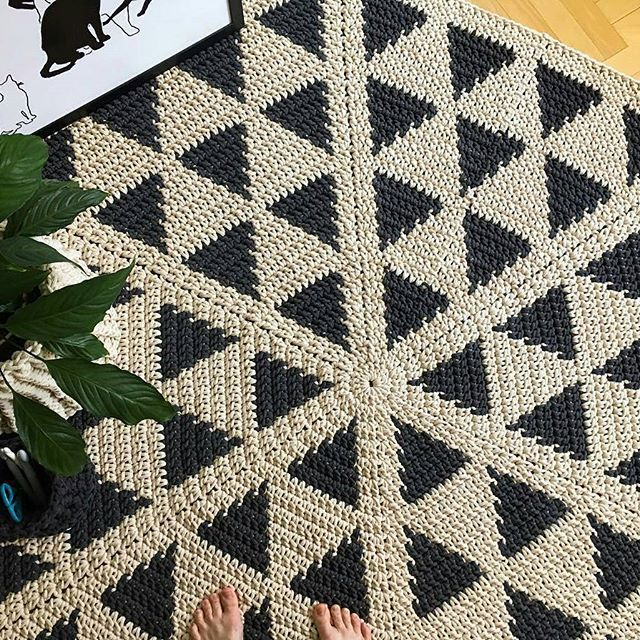 Mais que inspirador!😍. . . By 👉 @petelkowe_dywany . . . . #crochet #crochetaddict #crochê  #yarnlove #yarn  #trapillo #ganchilloxxl #ganchillo #fiodemalha #totora #penyeip #вязаниекрючком #uncinetto #inspiracao #inspiration  #alfombra #tapetefiodemalha #rug #decor #instadecor #homedecor #decoration#häkeln #örgü  #вязание  #كروشية #decor