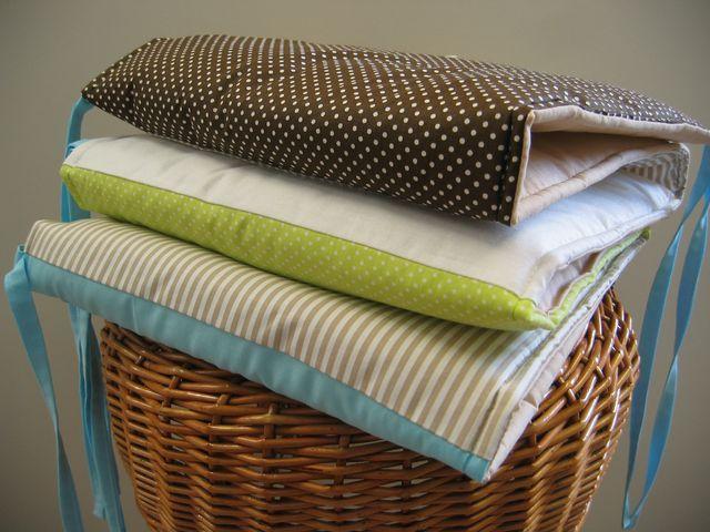 Mantinel do dětské postýlky ŠitÝ ze 100% bavlny, výplň je 100% PES, vhodná též pro alergiky. Rozměr cca 180x30cm, Domalovan nezávadnou textilní barvou. bílé hvězdy na šedém podkladu-šedé hvězdy na bílém podkladu Změna barvy,motivu popř.velikosti po domluvě vnitřní poštou. Hodí se k - povlečení zde nebo zde kapsářku zde