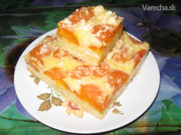 Jednoduchý mrvený koláč s pudingom a marhuľami (fotorecept)