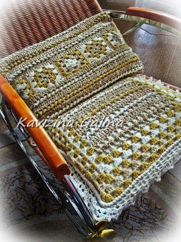 Комплект подушек на кресло-качалку, связанный крючком. Моя работа.