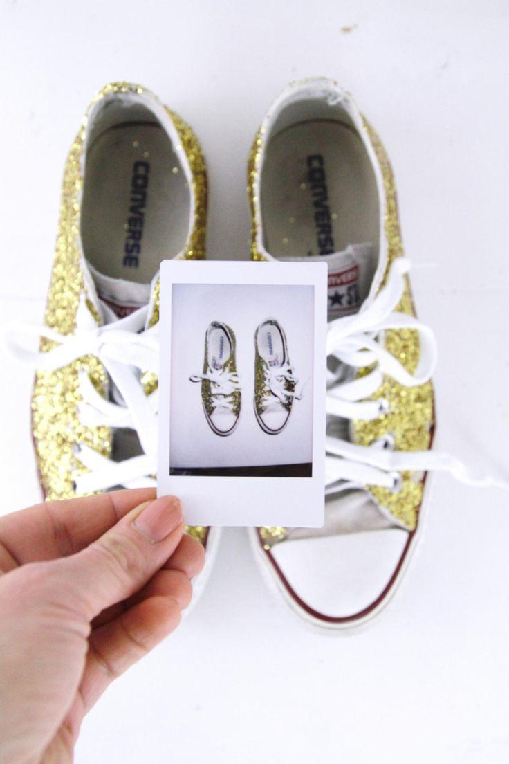 DIY Glitzer-Sneaker: Ein tolles Upcycling für deine ausgedienten Sneaker! Ganz schnell und einfach Glitzer Schuhe selber machen.