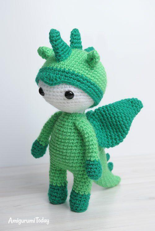 muñeca amigurumi en traje de dragón - patrón de amigurumi gratuito