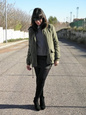 Myclothesandotherthings Outfit   Invierno 2012. Combinar Abrigo Verde oliva Blanco, Jersey Gris Oscuro Lefties hombre, Falda Negra Pull