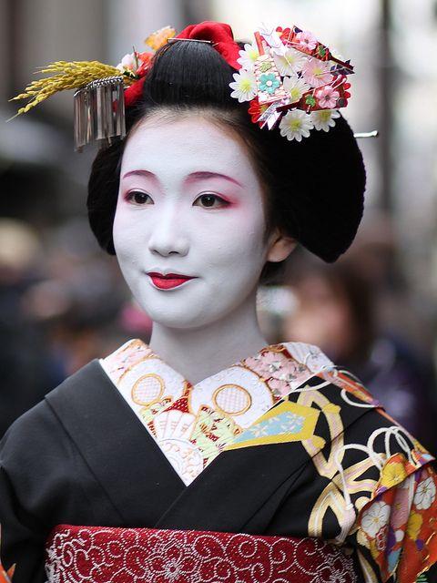 70 best images about Geisha makeup on Pinterest | Kanzashi ...
