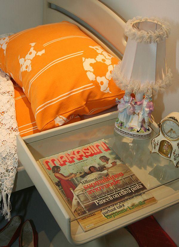 Näyttelyssä kierrellessä voi muistella, miltä näytti ennen omassa makuuhuoneessa.  Oulu (Finland)