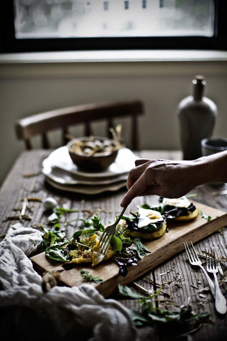 Fritos de batata, ervas e ricotta com ovos de codorniz # Herbed potato, ricotta cakes with quail eggs