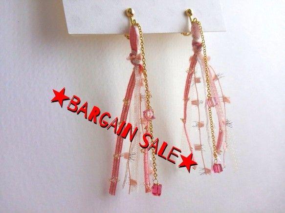 BARGAIN SALE¥1000⇒¥700AVRILイヤリング ローズAVRILの糸を使って軽やかなイヤリングをつくりましたホワイ... ハンドメイド、手作り、手仕事品の通販・販売・購入ならCreema。