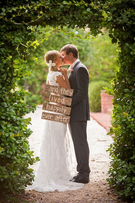 Rustic Southern Wedding Inspiration | Glamour & Grace the fairytale ending we all want... aah... :)