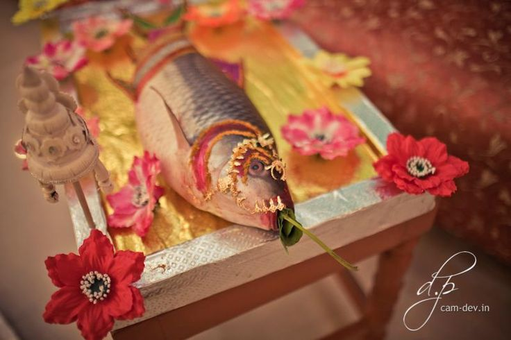 A decorated fish. Given by the groom's family to the bride. This is a bengali tradition