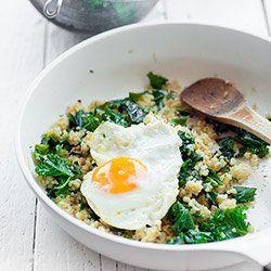Kasza jaglana z jarmużem i jajkiem sadzonym   Kwestia Smaku
