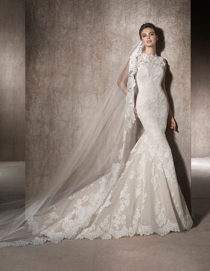 MOIRA - Marvellous, mermaid wedding dress, with crew neckline in tulle and embroidered tulle with lace appliqués, guipure and gemstones all over the dress