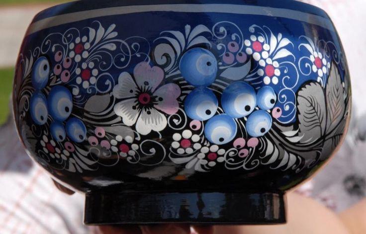 Голубая роспись по серебру была придумана в Вологде и стала по праву называться «Северной хохломой»