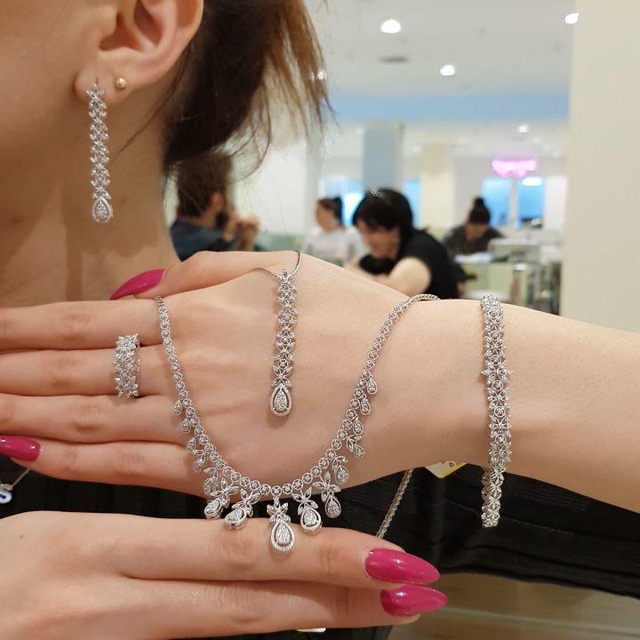 Son 3 Gun Sok Endirim Kim Hansini Istəyir Commentə Yazsin Qiymət Yazilacaq Diamond Bracelet Jewelry Diamond