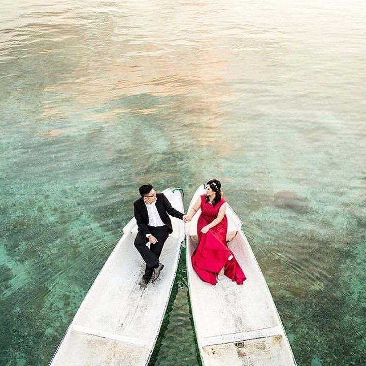 Beautiful Lembongan  perfect for a prewedding shoot  Photo by: Bayu Pratama Based in: #Bali #Indonesia Link: http://www.onethreeonefour.com/listing/BaliPixtura #OneThreeOneFour // www.onethreeonefour.com // #prewedding #wedding #engagement #elopement #photography #couple