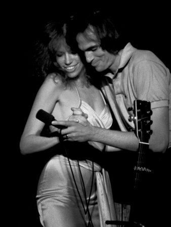 Great pic of Carley Simon and James Taylor