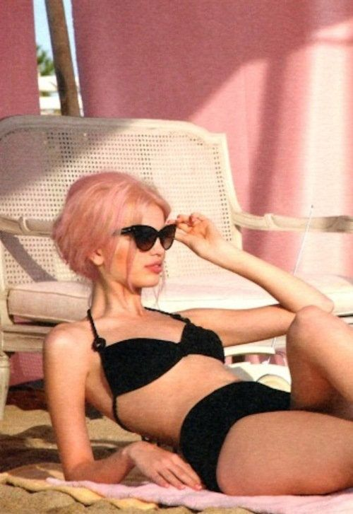 :-) funPink Hair, Black Bikinis, Cateye, Daphne Groeneveld, Suits, Cotton Candies, Pink Fashion, Pastel Hair, Cat Eye Sunglasses
