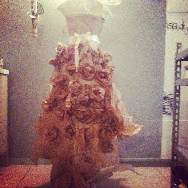 """""""la ballerina di carta.. di pane"""" by Clo'eT. Interamente realizzata con i sacchi del pane e delle farine per il Panificio Rota Biasetti, Bergamo. facebook: https://www.facebook.com/cloet.ambulatoriodeicapricci.9?fref=ts"""