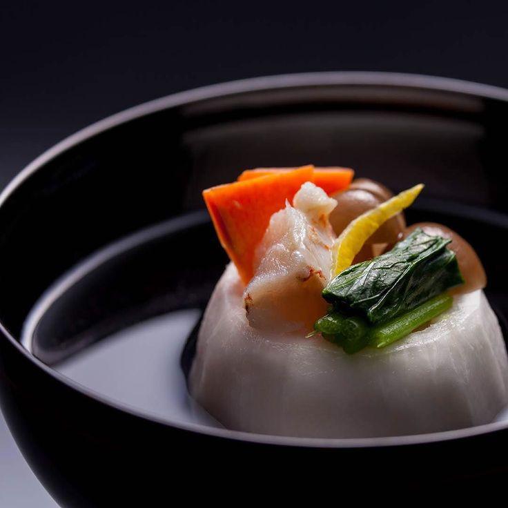Sea bream and tunip in clear soup 甘鯛かぶらかまくら仕立て  #seabream #tunip #foodstyling #food #foodphotography #vegetables #gastroart #foodstagram #foodtrip #kaiseki #japanesefood #japantravel #follow #kinugawa #kanayahotel #nikko #onsen #relax #hotel #甘鯛 #蕪 #鬼怒川温泉 #鬼怒川 #日光 #鬼怒川金谷ホテル #金谷ホテル #懐石料理 by kinugawakanaya