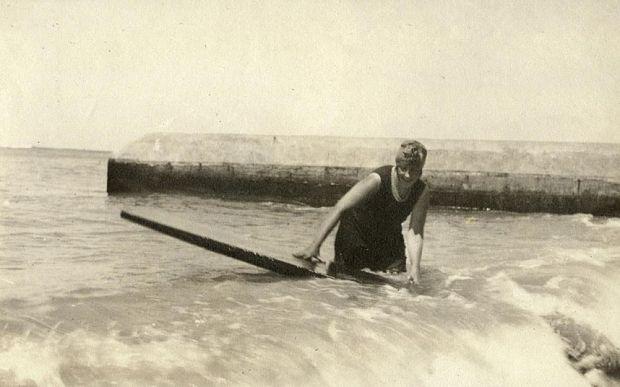 Agatha Christie che fa surf!!!