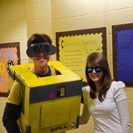 Wall E and Eve Couples Costume Idea #Funny Couple Halloween Costume Ideas #Halloween   #Costumes #Couples