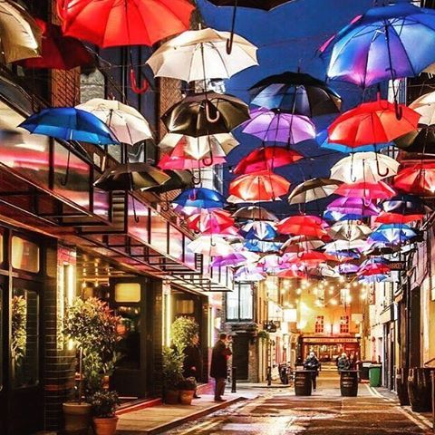 They're ready for rain in #Dublin! Mary Poppins shtyle! By @gaz_nolan #instaireland