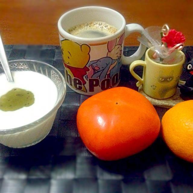 今朝の自宅モーニング☕️  周りで風邪が流行ってるからビタミンCをタップリ補給しとこう☆〜(ゝ。∂)  昨晩の飲み過ぎリセットも兼ねて(笑) - 46件のもぐもぐ - 和フルーツ&ヨーグルト☕️ by マニラ男