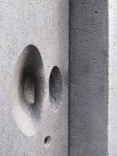 Poignée dans porte en béton | Kolumba, Koln, Germany.  [Architect: Peter Zumthor/Gottfried Bohm]