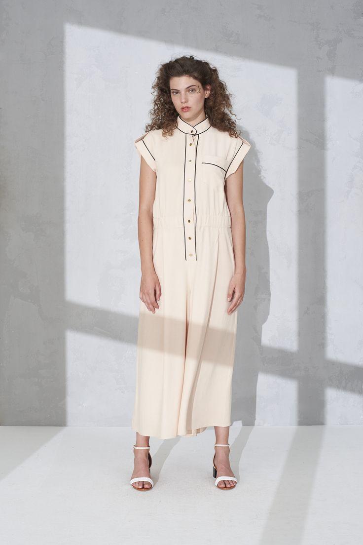 Sleeveless overalls with elastic waistline