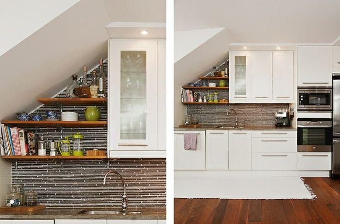 Une petite cuisine sur un seul pan de mur, nichée sous le toit.