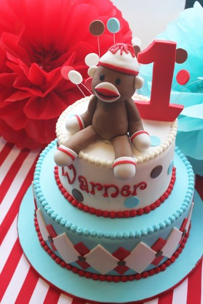 Sock monkey cake! I would love to make this for Maggie's 1st Birthday! I don't think I could get that much skill in so little time though lol I should practice the monkey!