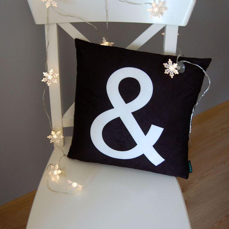 Popularny znak & na poduszce sprawie, że możesz połączyć ze sobą kilka poduszek tworząc genialne efekty nie tylko na sofie.  Do kupienia tutaj: http://www.vinnst.pl/pr6358-poduszka-oraz-jak-rowniez-642.html