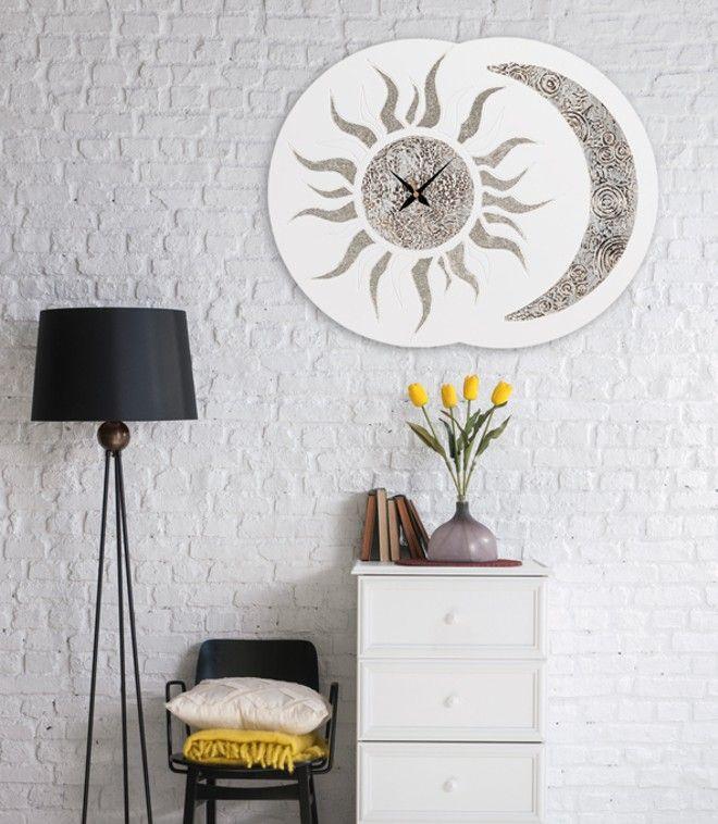 P3334 - Sole Luna di PINTDECOR cm 70x55   Struttura sagomata laccata avorio, decorata a mano con materico e glitter argento, finitura semi lucida.  #orologio #p3334 #sole #luna #pintdecor #argento #quadro #pannello