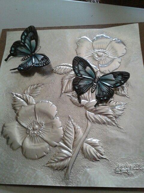 Flores con mariposas superpuestas. ..Galy Rodriquez