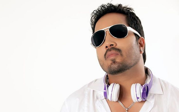 Do you like Mika singh? #Mikasingh #bollywoodoops #singer #beautiful