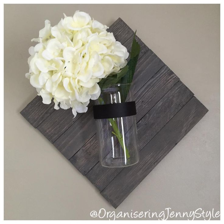 DIY decor. Glass, wood, leather and flower. Love how this decorate our home. Made by OrganseringJennyStyle check out @OrganiseringJennyStyle at instagram.