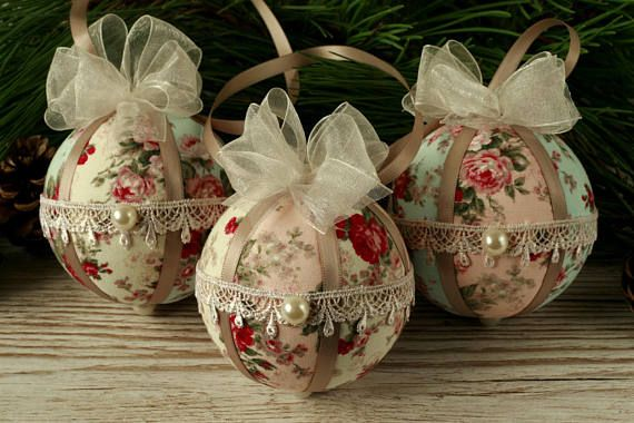 These Shabby chic lace and fabric hanging ornaments makes a stunning addition to vintage Christmas home decor. The hand decorated baubles will look gorgeous hung from any Christmas tree and they make unusual Christmas gifts too. For anywhere that needs a touch of elegance over the festive season, this bespoke bauble set is a perfect choice. The price shown is for three baubles. For more vintage style fabric Christmas baubles please click: https://www.etsy.com/uk/shop/...