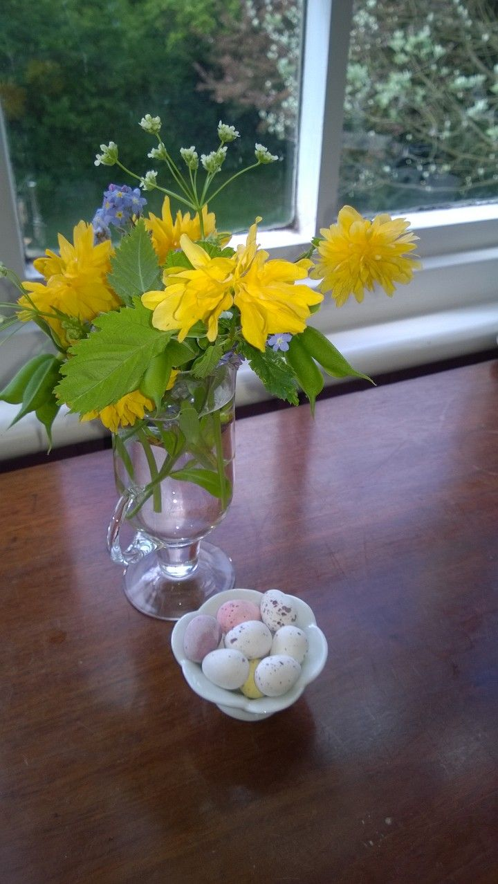 Flowers and eggs for guest bedrooms, Easter Sunday