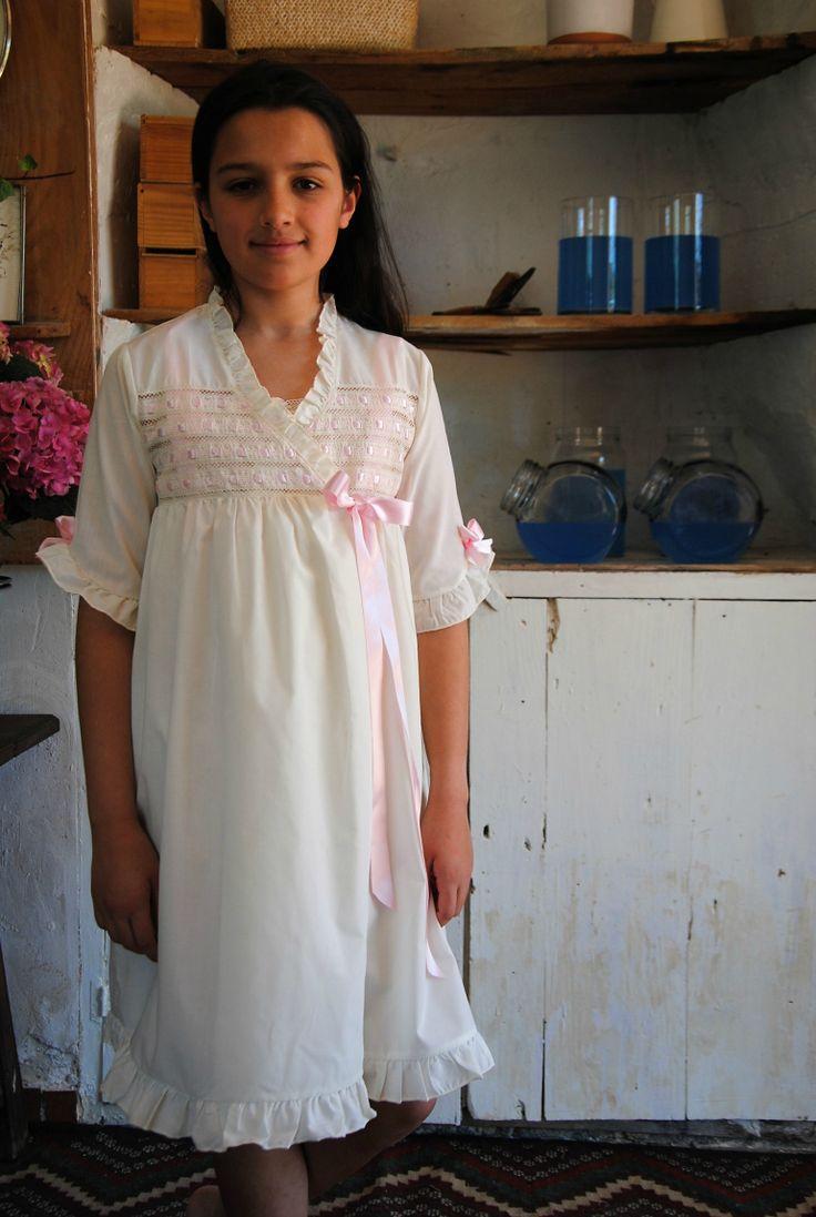 Desde que empecé a escribir este blog de Primera Comunión he recibido correos de muchas madres que me preguntan por vestidos de comunión, zapatos...