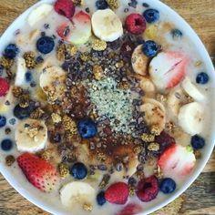 RAW Vegan Cereal with BANANA MILK for BREAKFAST after the gym (excuse my messiness lol) on Day 4 of the #RawvanaVeganChallenge2016. Who tried it? Full recipe on my blog Rawvana.com ---------------------- Cereal CRUDIVegano con LECHE DE PLATANO después del gym (disculpen mis fachas jaja) para mi DESAYUNO el Día 4 del #RetoVeganoRawvana2016. Quién de ustedes lo probó? #rawvana Receta completa en mi blog Rawvana.com