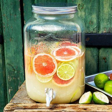 Alkoholfri variant av den fräscha mexikanska drinken Paloma. Passar bra som fördrink på sommarfesten. Grapefrukt och lime gör Paloman syrlig och frisk och honungen rundar av.